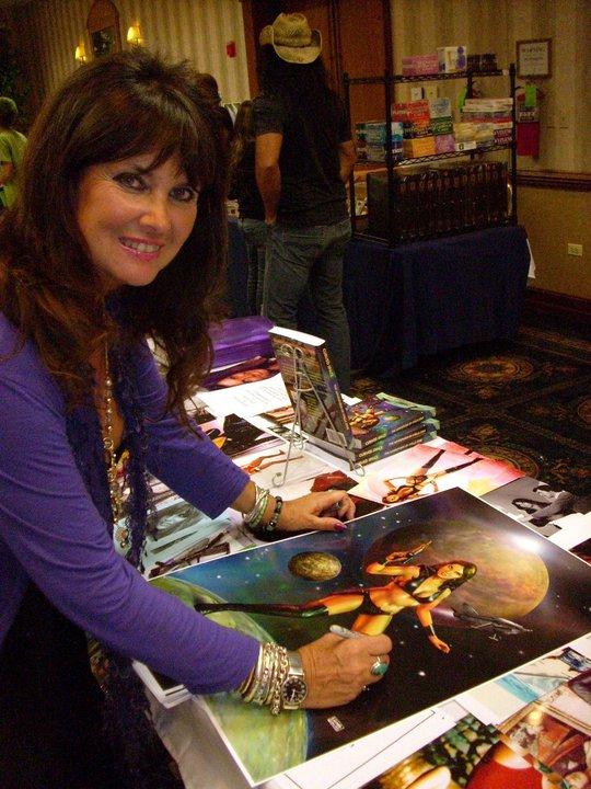 Caroline Munro Starcrash CURVED SPACE - The Adv...